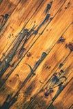 Abstrakt begrepp behandlat wood bräde arkivbilder