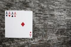 Abstrakt begrepp för lek för fyra topp- spela kort med copyspace Arkivfoton