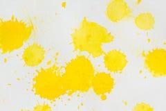 Abstrakt begrepp för vattenfärggulingfärgstänk Arkivfoton