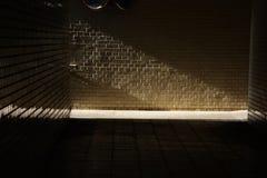 Abstrakt begrepp/gångtunnelljus och skugga Royaltyfri Fotografi