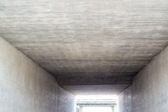 Abstrakt begrepp: Ljus på slutet av tunnelen Arkivbilder