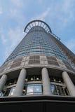 Abstrakt begrepp nedanför det perspektivWestend tornet Frankfurt Arkivbilder
