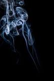 Abstrakt begrepp röker på vitbakgrund Arkivbild