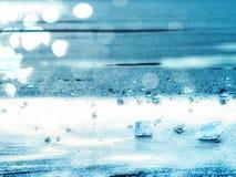 Abstrakt begrepp Skinande rynkad bruten is för yttersida, nya iskalla stycken på plan frostis Royaltyfri Bild