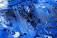 Abstrakt begrepp slut upp på elektroniska strömkretsar, ser vi teknologin av mainboarden, som är den viktiga bakgrunden av comput Arkivfoto