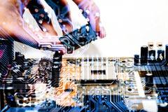 Abstrakt begrepp slut upp på elektroniska strömkretsar, ser vi teknologin av mainboarden, som är den viktiga bakgrunden av comput Royaltyfri Foto