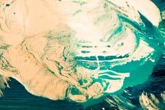 Abstrakt begrepp som är färgrikt av virvel och rörelse av akrylblandning royaltyfri foto