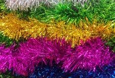 Abstrakt begrepp som är olikt av färgrika skinande Serpentine Plastic Garland och konfettier som bandet för garnering eller jul f Royaltyfri Bild