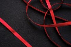 Abstrakt begrepp som är rött på svart modell Arkivfoto