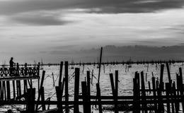 Abstrakt begrepp som är svartvitt av Songkhla sjön i Thailand Arkivbilder
