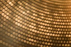Abstrakt begrepp som är suddigt av guld- färgbakgrunder med cirkeln, tänder Arkivfoton