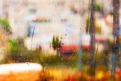 Abstrakt begrepp texturerad regnig fönsterbakgrund Fotografering för Bildbyråer
