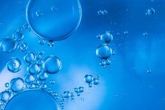 Abstrakt begreppbubblor av syre som svävar in mot yttersidan Fotografering för Bildbyråer