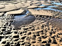 Abstrakt begreppdesigner i sanden Arkivfoto