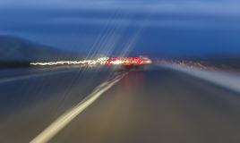 Abstrakt begreppskott på långa exponeringstrafikbilar Arkivfoton