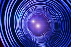 Abstrakt begreppsmässig bakgrund med den futuristiska tekniskt avancerade maskhåltunnelen Royaltyfria Bilder