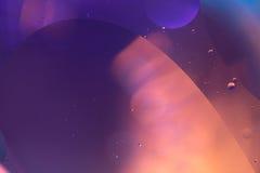 Abstrakt begreppvågor av guld- vatten Royaltyfri Foto