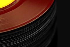 Abstrakt bild av en bunt av gamla vinylrekord Royaltyfria Bilder