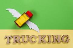 Abstrakt bild av en lastbil med vingar och ett ord av transporten Royaltyfri Bild