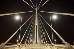 Abstrakt bild - ljus för natt för upphängningbro Royaltyfri Bild