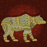 Abstrakt björn i den etniska stilen på en rödbrun blom- bakgrund Arkivbilder