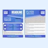 Abstrakt blå reklambladdesignmall med blå bakgrund Arkivfoto