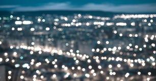 Abstrakt blå rund bokehbakgrund, stad tänder i twilen Fotografering för Bildbyråer