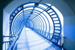 abstrakt blå tonnel Arkivfoton