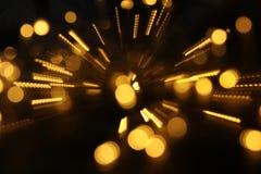 abstrakt bokehbakgrund av den guld- ljusbristningen som göras från bokehrörelse Royaltyfria Foton