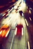 Abstrakt bokehljusbakgrund av gatanatten Arkivfoton