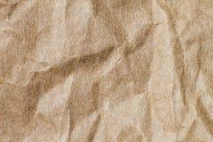 Abstrakt brunt återanvänder skrynkligt papper för bakgrund: veck av Royaltyfria Foton