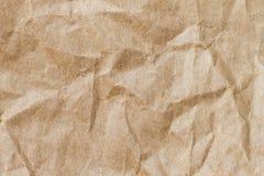 Abstrakt brunt återanvänder skrynkligt papper för bakgrund: veck av Royaltyfri Fotografi