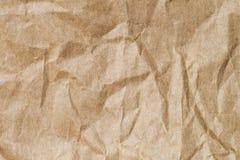 Abstrakt brunt återanvänder skrynkligt papper för bakgrund: veck av Arkivfoto