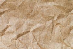 Abstrakt brunt återanvänder skrynkligt papper för bakgrund: veck av Royaltyfri Foto