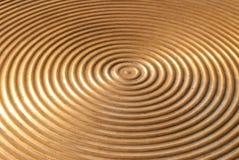 Abstrakt cirkelmetallplatta. Arkivfoton