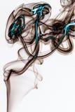 Abstrakt Colorfull rök på konstnärlig vit bakgrund Arkivfoto