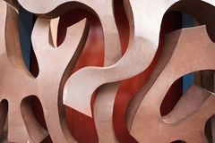 Abstrakt design av metallarbete på ett staket royaltyfria foton