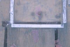 Abstrakt detalj av den gamla gröna gråa dörren med band -2 Royaltyfri Foto