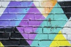 Abstrakt detalj av tegelstenväggen med fragmentet av grafitti Stads- konstnärbild, för bakgrundsbruk Royaltyfri Bild