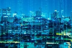 Abstrakt digitalt häfte över nattstadsbakgrund royaltyfri foto
