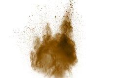 Abstrakt djupt - brun dammexplosion p? vit bakgrund Frysningr?relse av kaffe gillad f?rgdammf?rgst?nk arkivbilder