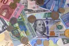Abstrakt dollareuroschweizisk franc och myntbakgrund royaltyfri fotografi