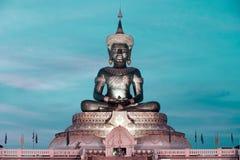 Abstrakt färg av stora utomhus- Phra Phuttha Maha Thammaracha Buddha Arkivbilder