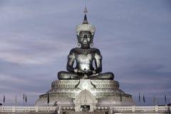 Abstrakt färg av stora utomhus- Phra Phuttha Maha Thammaracha Buddha Royaltyfri Foto