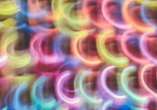 Abstrakt färgrik bakgrund för rörelse för kurvor för neonljus Länge stängt royaltyfri foto