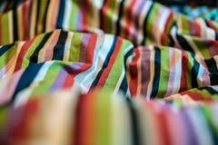 Abstrakt färgrik bakgrund, tygtextur, horisontalskott Royaltyfria Foton