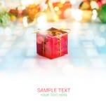 Abstrakt färgrika gåvaaskar och tom textbakgrund, mjukt och suddighet Arkivfoto