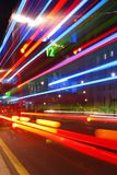 Abstrakt färgrikt ljus skuggar från trafik i centret Fotografering för Bildbyråer