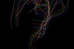 Abstrakt f?rgrikt fodrar p? svart bakgrund Ljust m?la fotografi med oj?mna modeller f?r samkopiering Resurs f?r arkivfoto