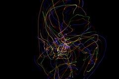 Abstrakt f?rgrikt fodrar p? svart bakgrund Ljust m?la fotografi med oj?mna modeller f?r samkopiering Resurs f?r royaltyfri bild